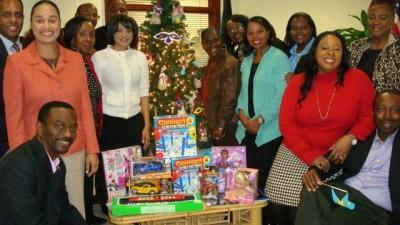 Bahamas Tourist Office Staff Shares Christmas Goodwill
